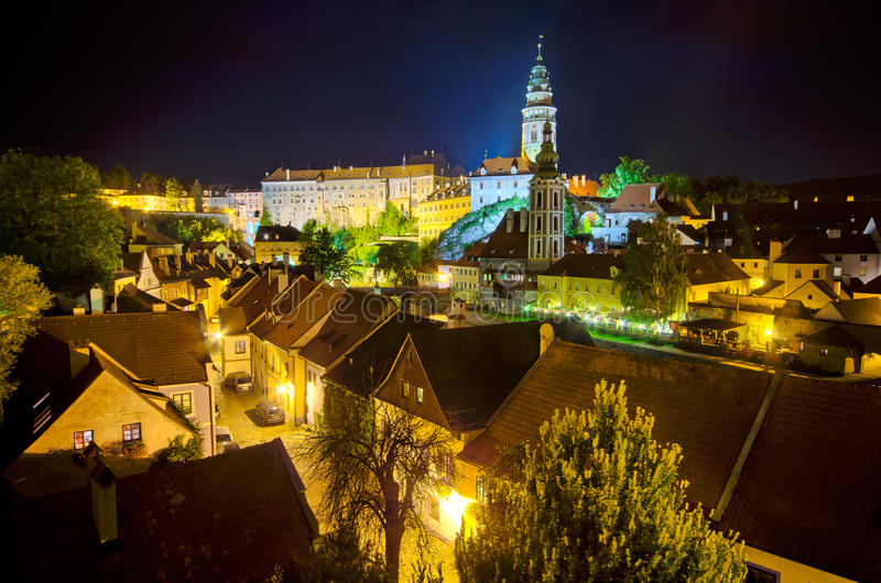 Nachtcityscape van Cesky Krumlov in Tsjechische Republiek royalty-vrije stock foto's
