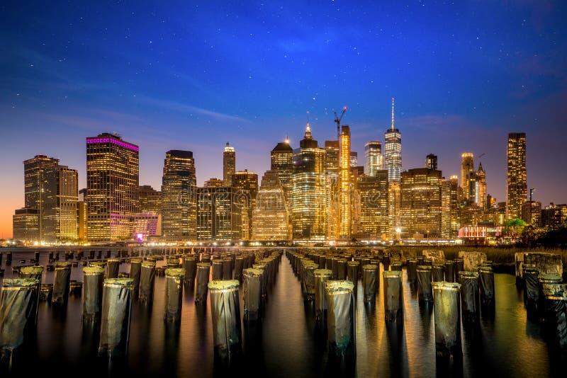 Nachtcityscape van de stad van New York stock fotografie