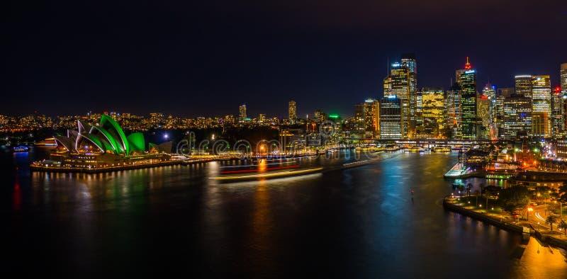 Nachtcityscape van Sydney Harbour royalty-vrije stock fotografie