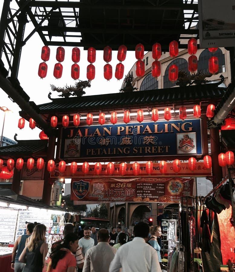 Nachteinkaufen am jalan Petaling lizenzfreie stockbilder