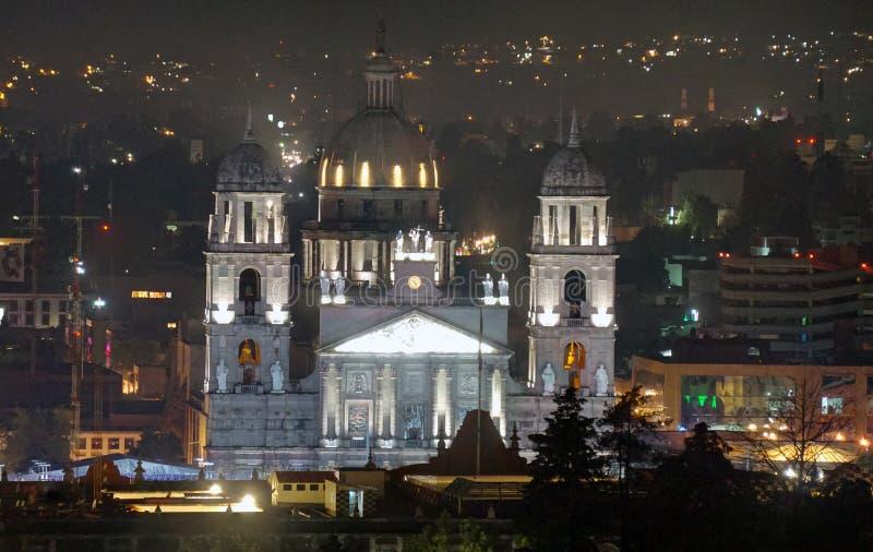 Nachtelijke plaats van de kathedraal van Toluca mexico royalty-vrije stock afbeelding