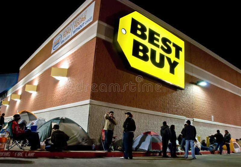 Nachtelijke wachtende lijn voor het winkelen royalty-vrije stock afbeelding