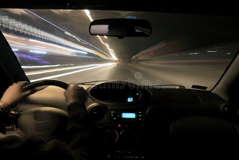 Nachtfahrt lizenzfreie stockfotografie