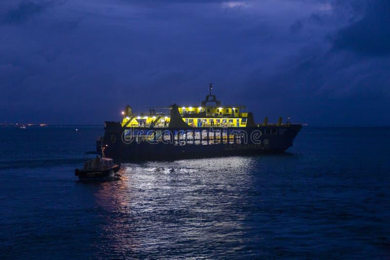 Nachtfahrt durch Fähre zum Meer, isla mujeres, Mexiko stockfoto