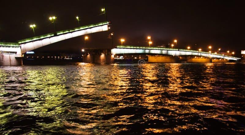 Nachtfluß lizenzfreie stockfotografie