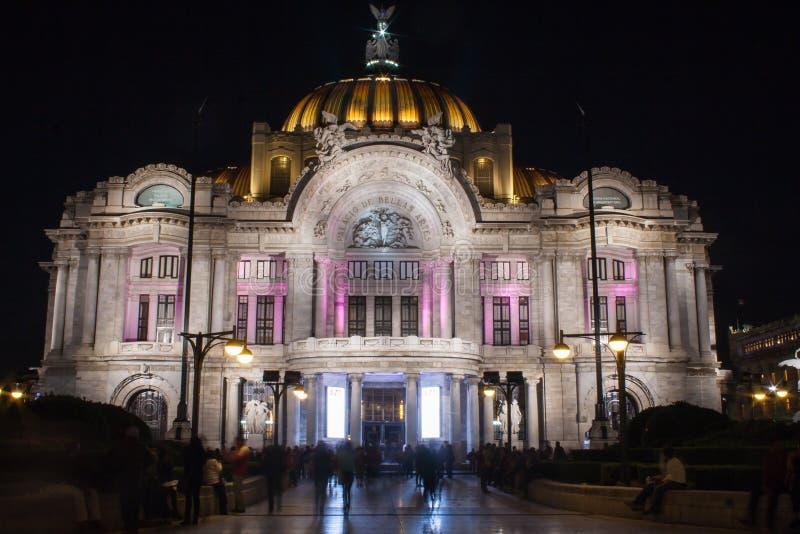 Nachtfoto des Palastes von schönen Künsten lizenzfreies stockfoto