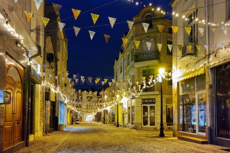 Nachtfoto van straat in district Kapana, stad van Plovdiv, Bulgarije royalty-vrije stock afbeelding