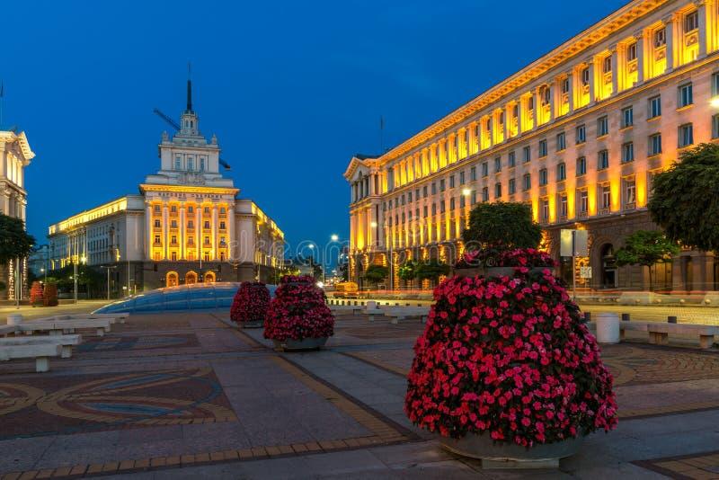 Nachtfoto von Gebäuden des Vorsitzes, von Gebäuden des Ministerrats und von ehemaligem Kommunist-PA lizenzfreie stockbilder