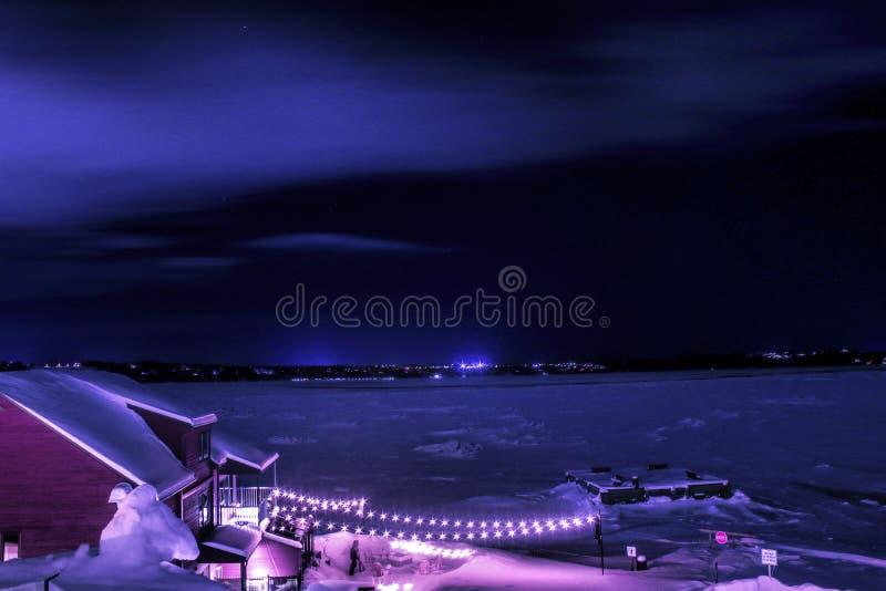 Nachtfotografie dichtbij de rivier royalty-vrije stock afbeeldingen