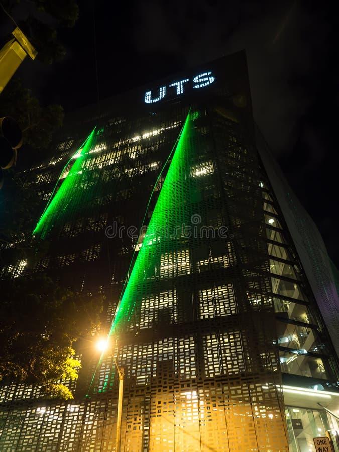 Nachtfotografie van de moderne ontwerp bouw van Universiteit van Technologie Sydney UTS stock afbeeldingen