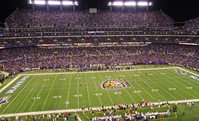 Nachtfußball NFL-Montag unter den Leuchten stockfotos