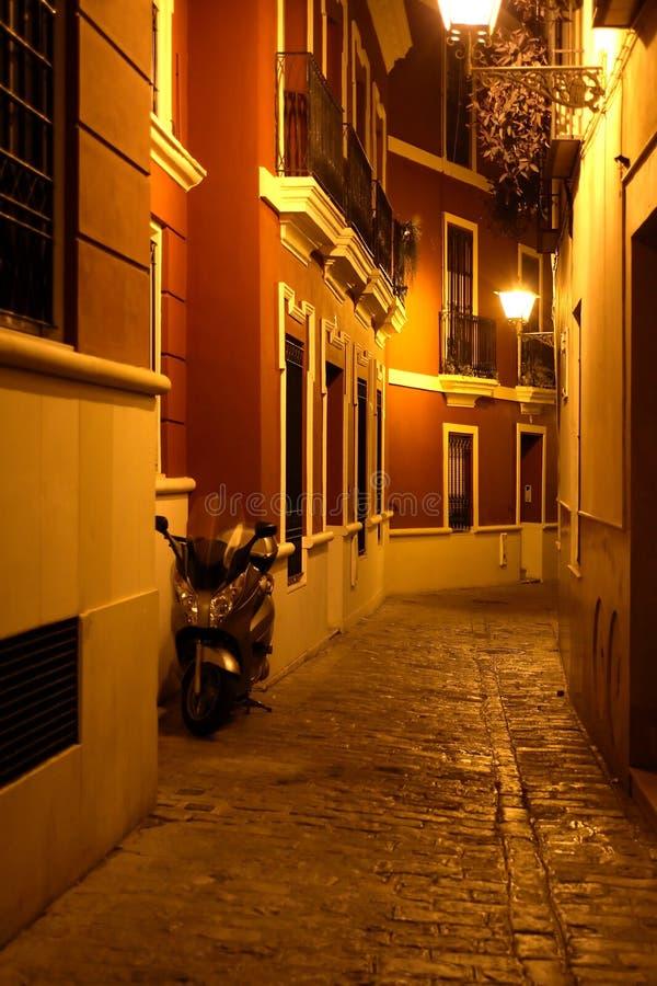 Nachtgasse lizenzfreie stockfotografie