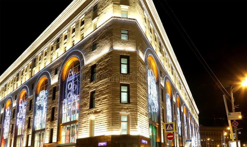 Nachtgebäudeansicht des zentralen Speichers der Kinder auf Lubyanka, Moskau, Russland stockfotografie
