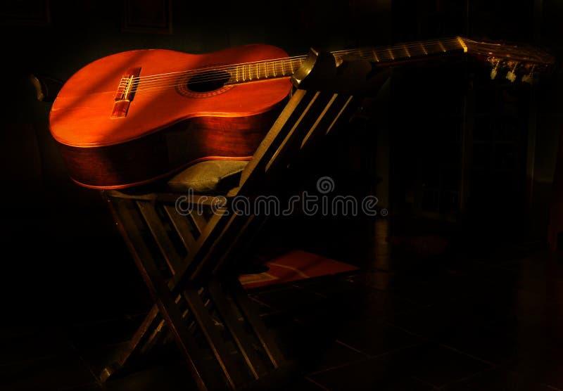 Nachtgitarre lizenzfreie stockbilder