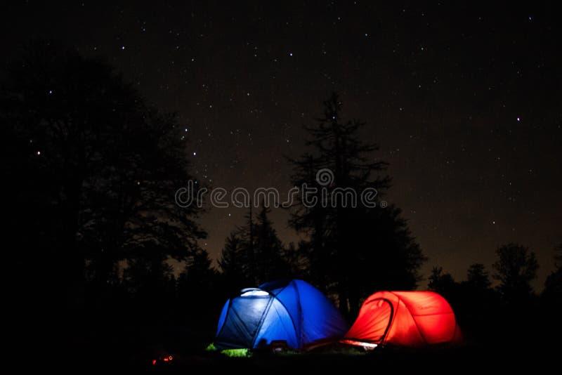 nachthemel het kamperen royalty-vrije stock foto's