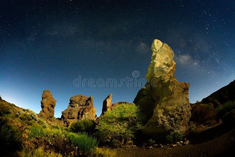 Nachthemel met melkachtige manier op teidekrater, Tenerife stock foto