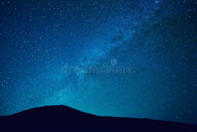 Nachthemel met Sterren en Melkweg stock afbeelding