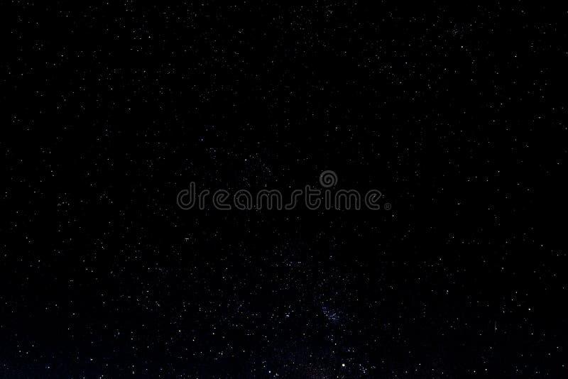 Nachthemel met sterren en melkweg in kosmische ruimte, heelalachtergrond stock afbeeldingen