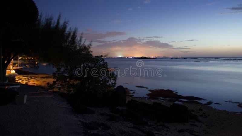 Nachthemel op het strand Pointe Aux Cannoniers Mauritius stock afbeeldingen