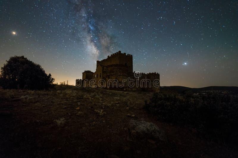 Nachthemel over Spaans Kasteel stock afbeeldingen