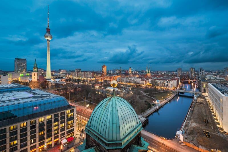 Nachthorizon van Berlijn royalty-vrije stock afbeeldingen
