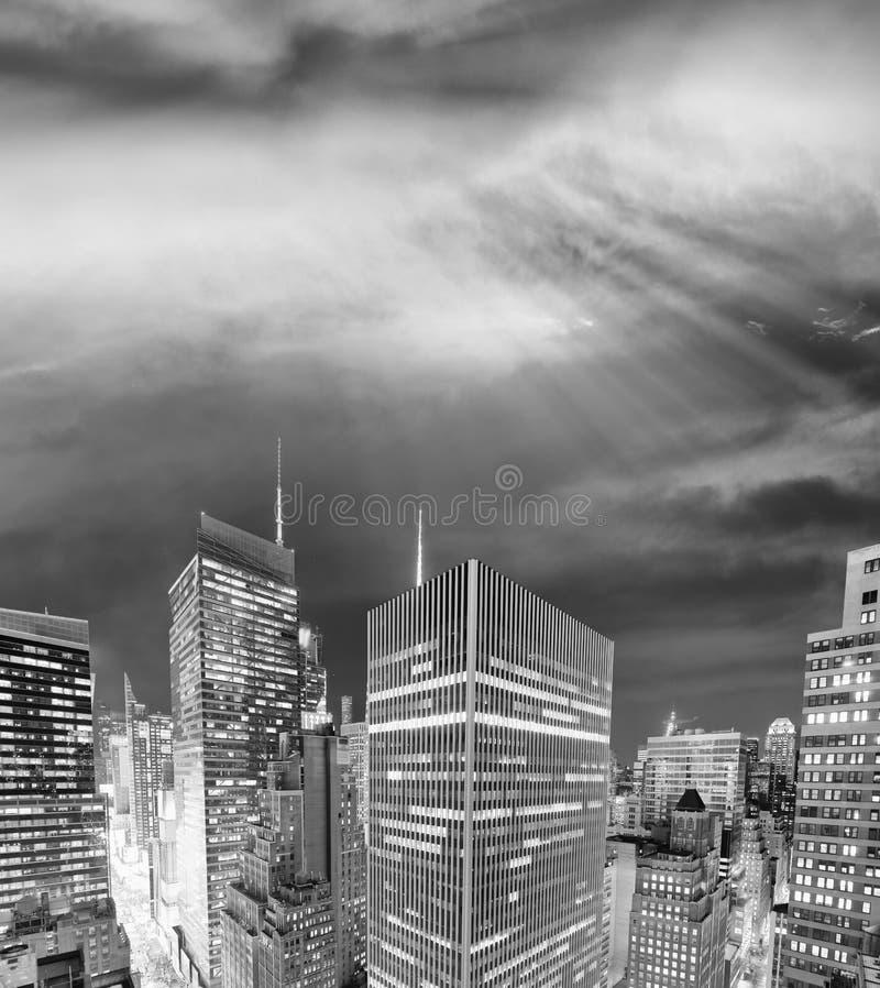 Nachthorizon van de Stad van New York in zwart-wit, de V.S. royalty-vrije stock foto's