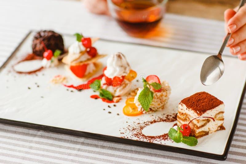 Nachtisch degustation Hochzeitsrestaurant-Menükuchen stockfotografie