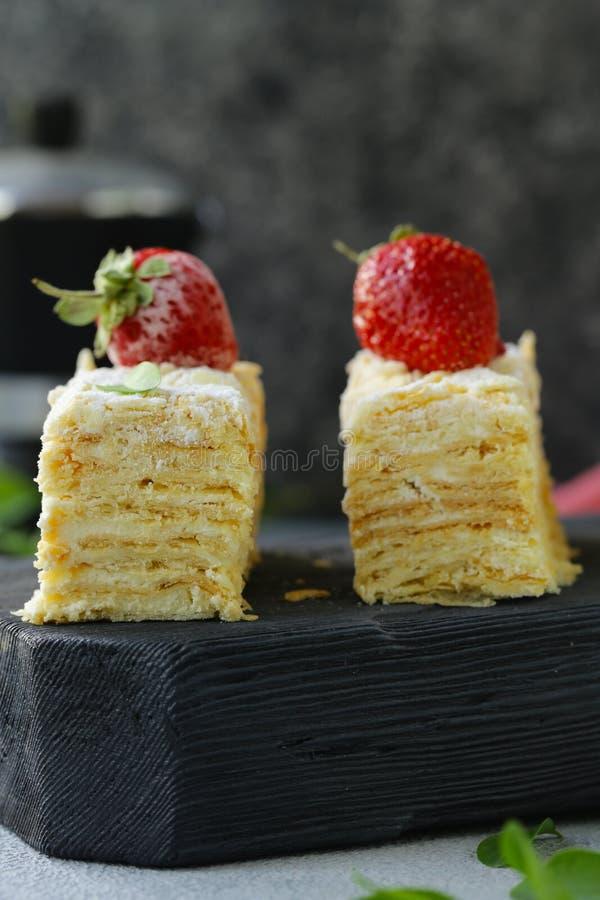 Nachtischkuchen Napoleon lizenzfreie stockbilder