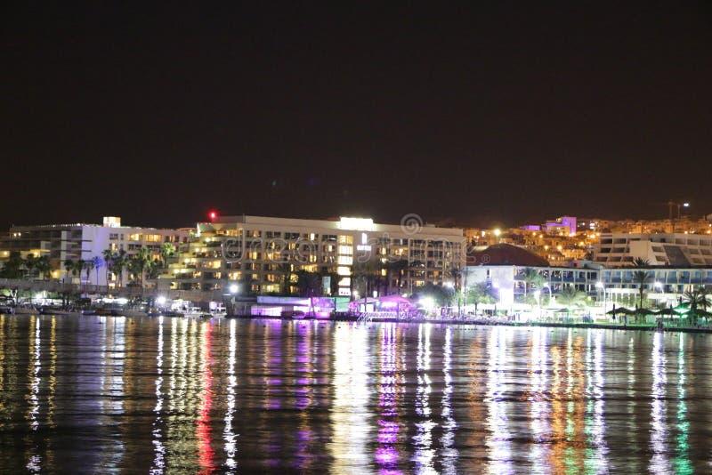 Nachtkräuselung in der Bucht lizenzfreie stockfotos