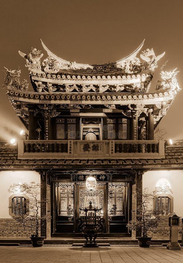 Nachtlandschaft des chinesischen traditionellen Tempels stockfoto