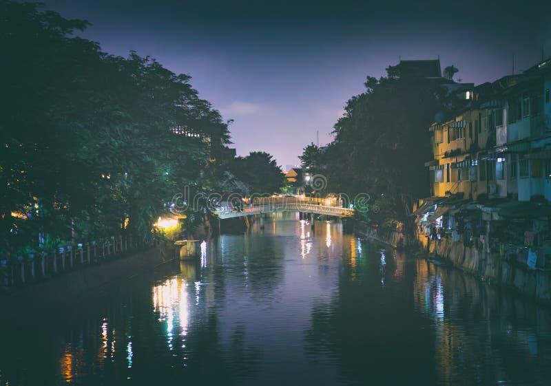 Nachtlandschaft von Klong ONG-ANG-Kanal lizenzfreies stockfoto