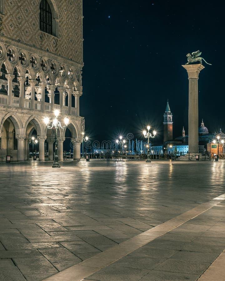Nachtlandschap in San Marco Square Venice royalty-vrije stock fotografie