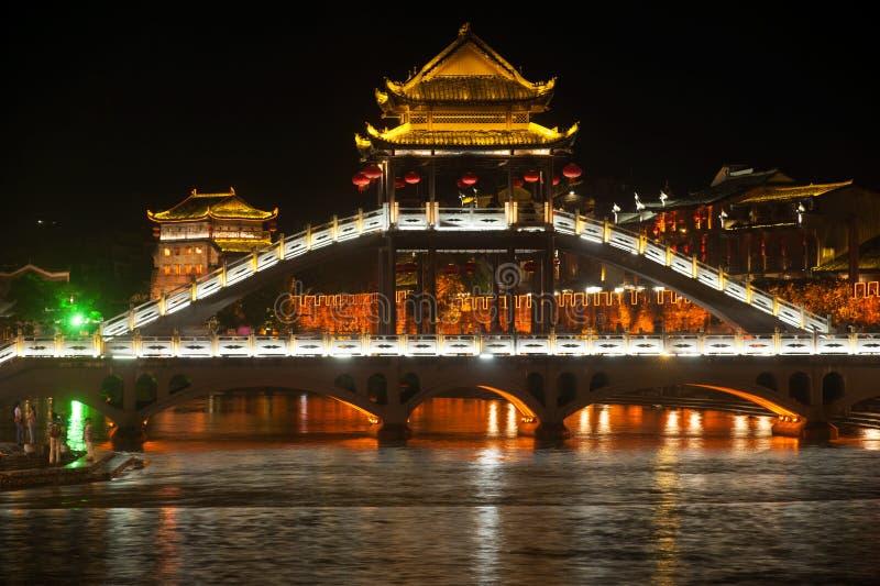 Nachtlandschap van de stad van Phoenix (de oude stad van Fenghuang) stock afbeelding