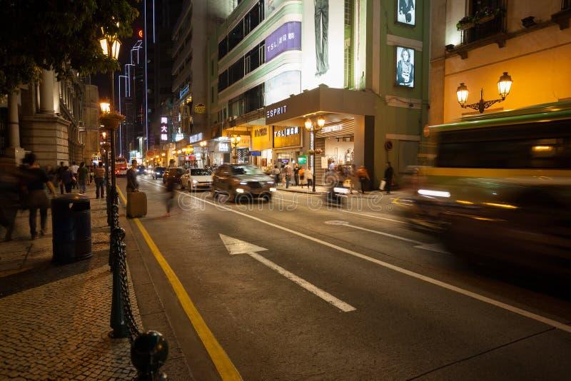 Nachtleben auf im Stadtzentrum gelegener Straße in Macao lizenzfreie stockfotos