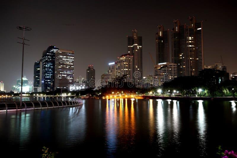 Nachtleben, Gebäude stockbild