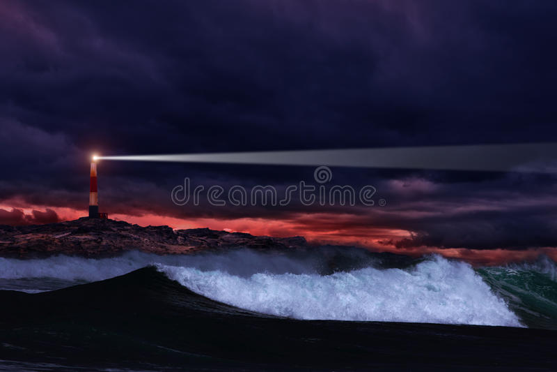 Nachtleuchtturm lizenzfreie stockfotografie