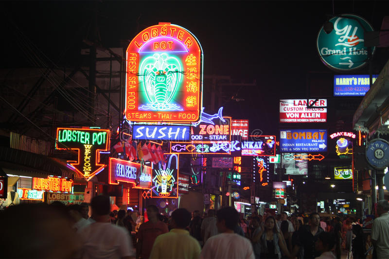 Nachtleven bij het Lopen van Straat Pattaya Thailand royalty-vrije stock foto