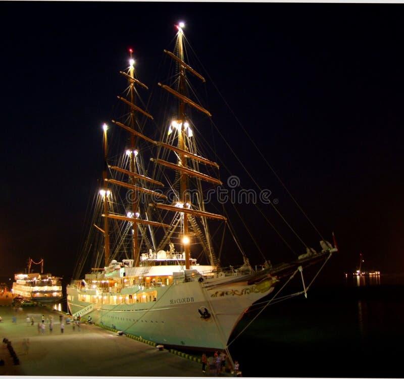 Nachtliegeplatz der Yacht SEEwolke II stockbilder