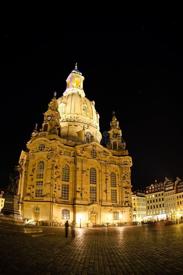 Nachtmening over Dresden Frauenkirche (Kerk van Onze Dame) stock foto