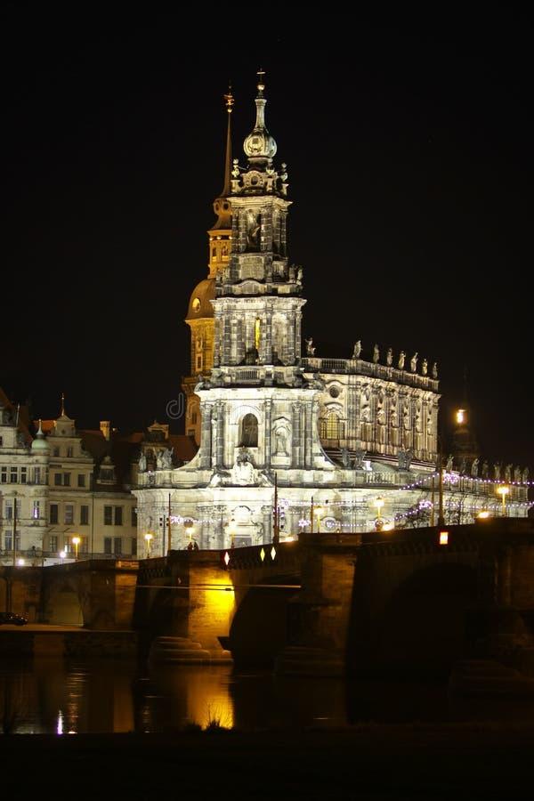 Nachtmening over historisch centrum van Dresden op Kerstmis stock afbeeldingen