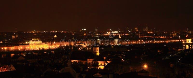 Nachtmening over Praag stock afbeeldingen