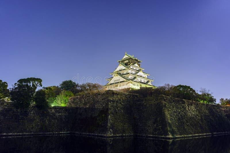 Nachtmening van beroemd Osaka Castle royalty-vrije stock afbeelding
