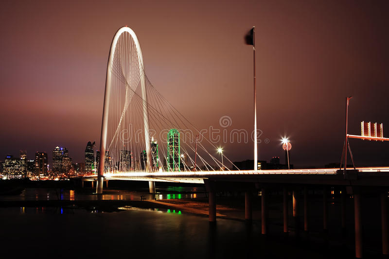 Nachtmening van brug in Dallas royalty-vrije stock foto