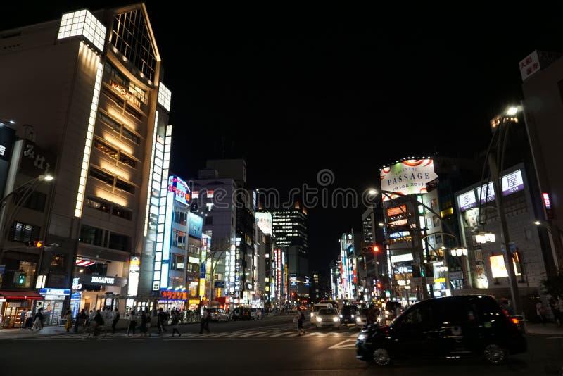 Nachtmening van Chuo Dori in het Ueno-district van Tokyo, Japan stock afbeeldingen
