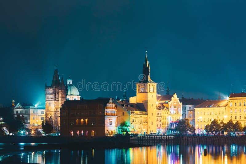 Nachtmening van cityscape van Praag, Tsjechische Republiek stock foto