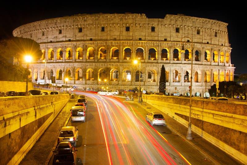 Nachtmening van Colosseum, Rome stock foto's