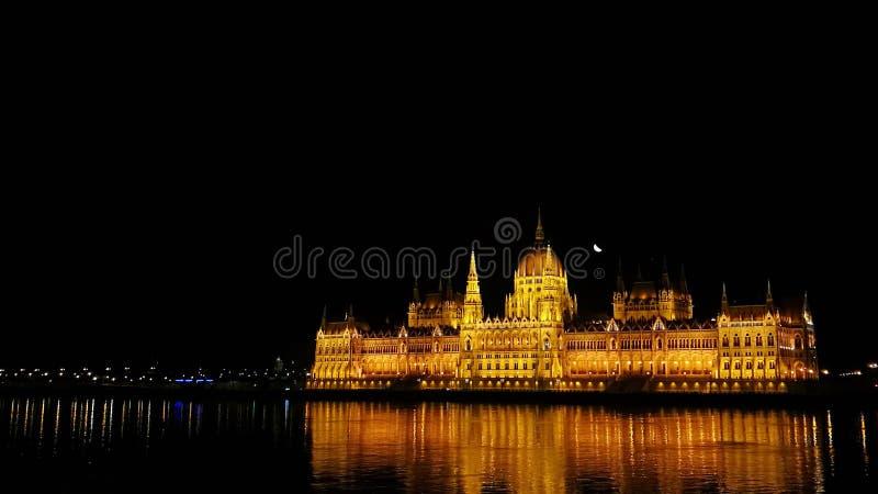 Nachtmening van de bouw van het Hongaarse Parlement in Boedapest, Hongarije royalty-vrije stock afbeeldingen