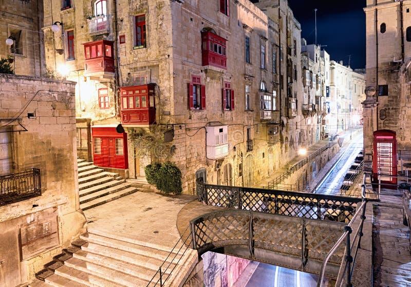 Nachtmening van de oude stad van Valletta royalty-vrije stock foto's