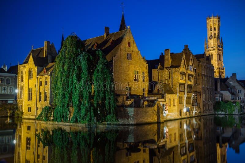 Nachtmening van de Oude Stad van Brugge (België) royalty-vrije stock afbeelding