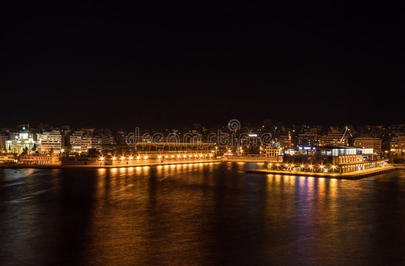 Nachtmening van de piraeus haven royalty-vrije stock foto